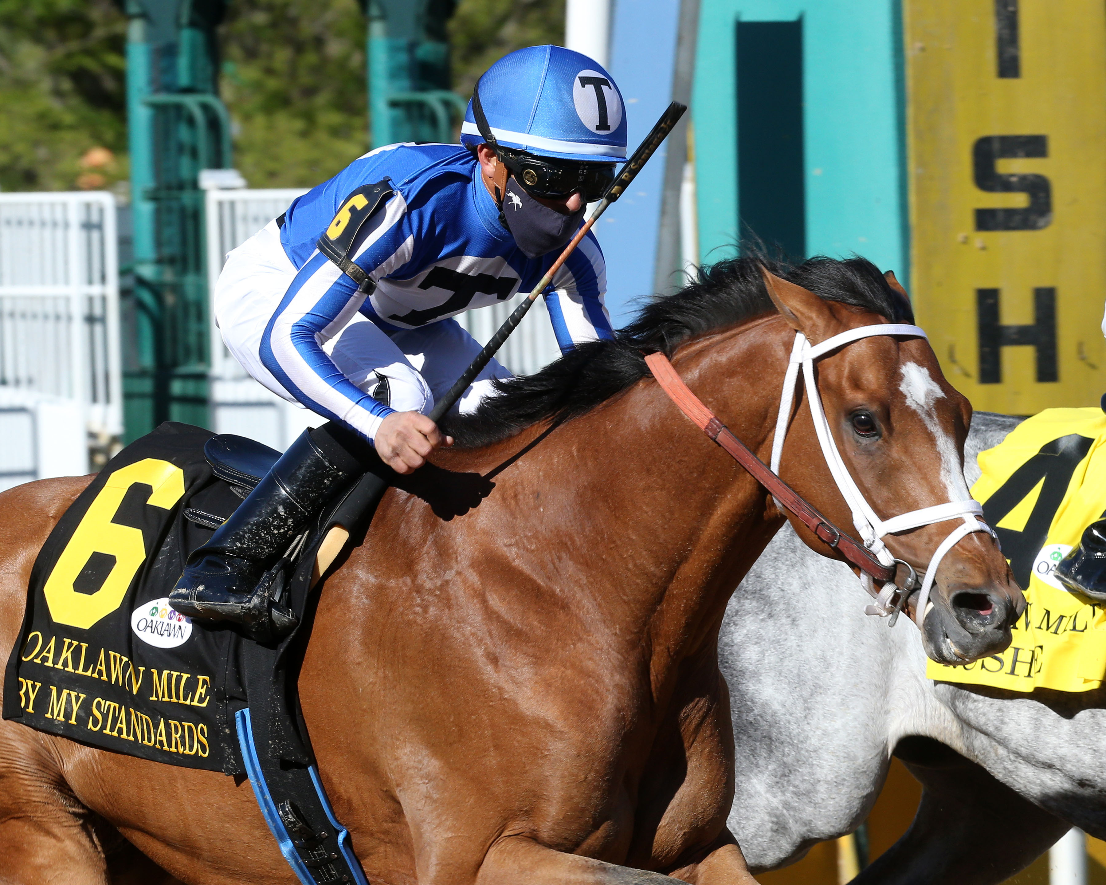 BY MY STANDARDS RETURNS TO OAKLAWN A WINNER
